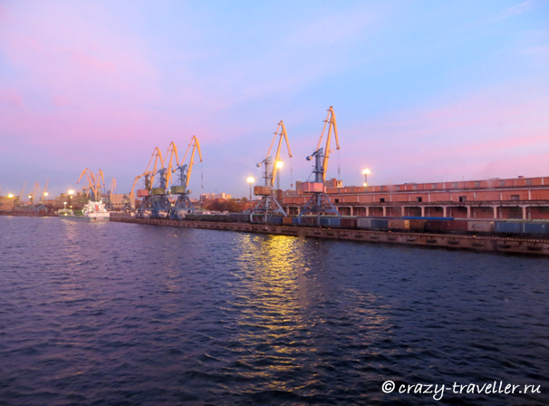 Вид из окна каюты петербургский порт паром Принцесса Мария