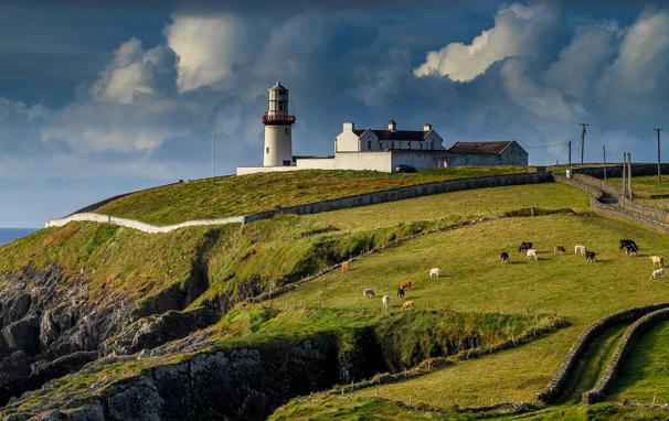 Изучение английского языка в Ирландии Изучение английского языка в Ирландии Galley Head Lighthouse